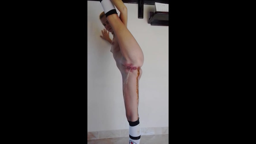 Flexible Girl, Dancing, Desperation and Shitting in Knee Socks and MissAnja 2019 [HD 1280x720] [438 MB]