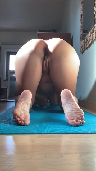 Morning yoga and kinkycat  2020 [UltraHD/2K 1080x1920] [487 MB]